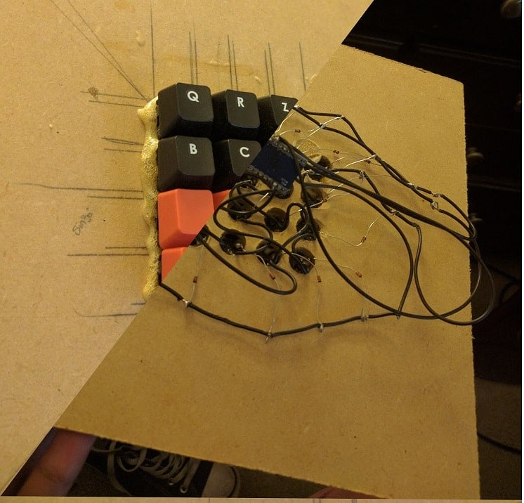 An image of the custom hand wired keyboard created by Mohamed Yassin/Projoh